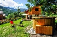 udendørs spa bad og træhus i Frankrig