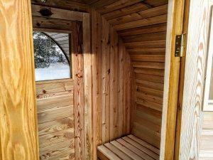 udendørs tønde sauna med omklædningsrummet